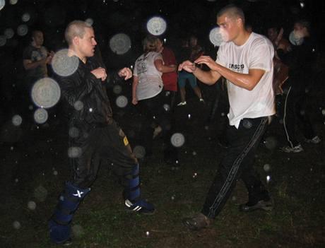 Krav Maga Antiterror kemp, noční trénink v dešti