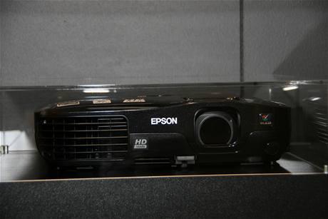 """Epson EH-TW450 - rozlišení """"pouze"""" 720p je vyváženou přenositelností a nižší cenou"""