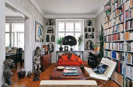 Z obývacího pokoje lze projít do kuchyně s jídelnou