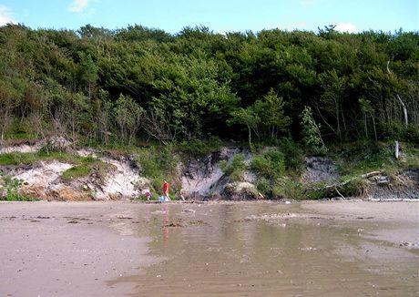 Polsko, Poddabie, pramen sladké vody na mořské pláži.