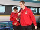 Česká fotbalová reprezentace dorazila do Olomouce vlakem po půl druhé odpoledne. Na snímku brankář londýnské Chelsea Petr Čech a útočník tureckého Galatasaraye Istanbul Milan Baroš.