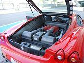 RUDÝ KŮŇ. V Monze se můžete projet i s nabušeným Ferrari F430 F1.