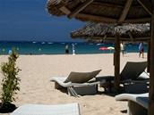 Korsika. Plage d´Arone je relativně klidná bez davů