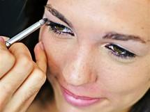 Kristina Kašparová prochází proměnou ve studiu Oskar - make-up