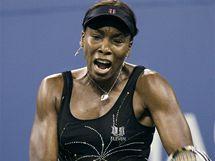 MODEL Č. 3. Venus Williamsová zvolila pro tenisové US Open šaty s motivy ohňostroje.