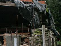 Muž z Trutnovska na svém pozemku vykopal hlubokou jámu. Při práci zemřel brigádník
