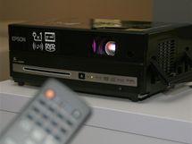 Epson EH-DM3 - kompletní a snadno zapojitelné řešení pro domácí kino, postrádá ovšem Blu-Ray (lze připojit)
