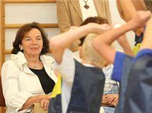První dáma Livia Klausová shlédla na návštěvě základní školy v Pivíně na Prostějovsku také vystoupení mažoretů.