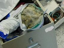 Kriminalisté z Jihlavy při domovní prohlídce zajistili věci k výrobě drogy.
