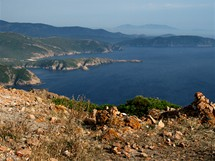 Korsika. Pohled z vrcholu Capo Rosso