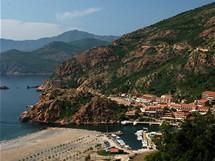Korsika. Sportovní přístav Porto na západním pobřeží Korsiky
