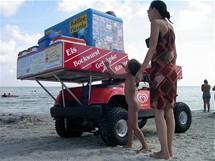 Rujana, Juliusruh. Německé plážové občerstvení je motorizované, kolegové v Polsku chodí pěšky