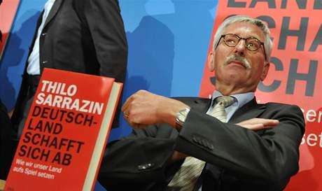 Člen vedení německé centrální banky Thilo Sarrazin se svojí kontroverzní knihou