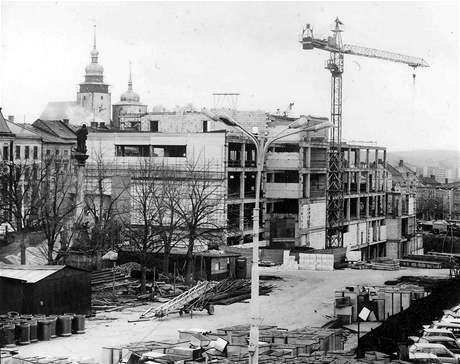 Budova obchodního domu Prior se v Jihlavě stavěla na začátku 80. let. Zkolaudována byla v roce 1983.