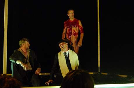 Spílání publiku: Martin Pechlát, Martin Finger a (nahý) Stanislav Majer