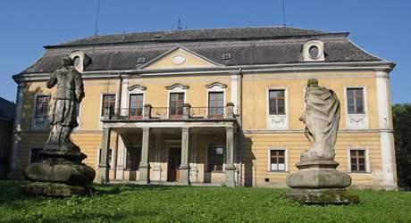 Zámek v Paskově potřebuje majitele, který by investoval do oprav.