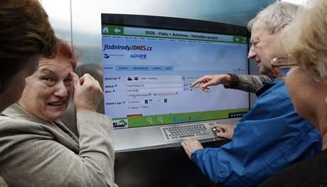 Internetový jízdní řád před terminálem v České Třebové