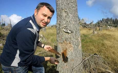 Ministr životního prostředí Pavel Drobil si přijel prohlédnout kůrovcem poničenou Šumavu