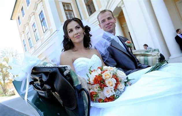 ATLETICKÁ SVATBA. Bývalá ty�ka�ka Kate�ina Ba�urová a vý�ka� Tomá� Jank� se vzali na zámku v Liblicích.