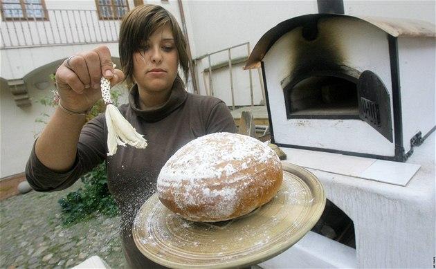 Unikátní mobilní pec na pe�ení chleba v dom� U Beránka.