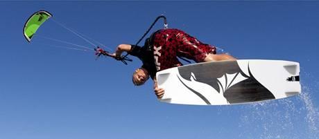 Tažné draky používají skatbordisté, snowboardisté i surfaři
