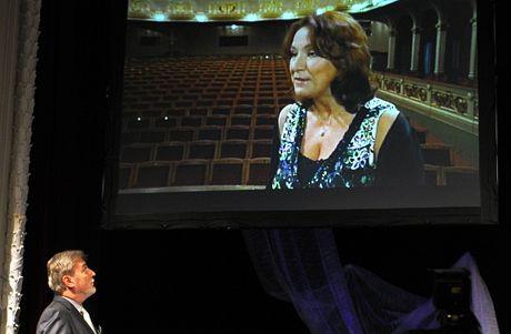 Herečka Zlata Adamovská poděkovala za cenu ze záznamu (Přelouč, Ceny Františka Filipovského - 18. září 2010)