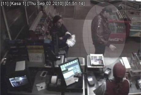 Neznámý pachatel odcizil muži peněženku s kartami i doklady.