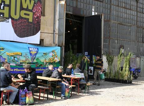 Karlínská tovární hala se na tři dny změnila v jednu velkou pěstírnu plnou nadšených zahrádkářů