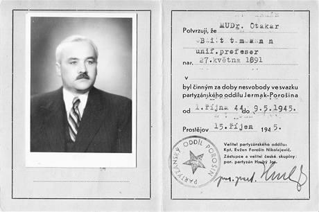 Potvrzení podepsané velitelem partyzánského oddílu Jermak, že lékař Otokar Bittmann během okupace jeho skupině pomáhal.