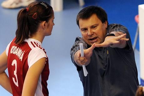 Trenér Aleš Novák udílí pokyny Evě Hodanové