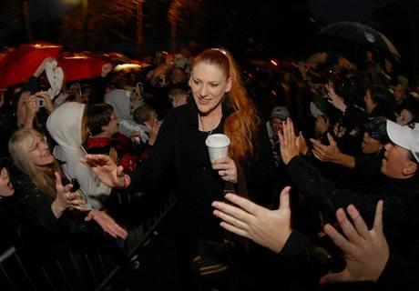 Lauren Jacksonová, hvězda Seattlu Storm, slaví s fanoušky titul v WNBA