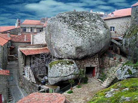 Starobylé městečko Monsanto v Portugalsku je známé stavbami z kamene