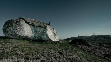 Kamenný dům Casa do Penedo stojí v podhůří Fafe od roku 1974