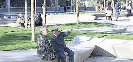 Inspirace z jihu. Tým architektů Šafer Hájek své představy ilustroval i fotografií z Madridu. Věří čtvrti, kde vedle sebe žijí všechny věkové a společenské skupiny