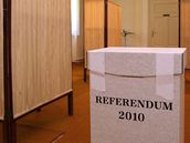 Hlasovací místnosti na Slovensku zely prázdnotou (18. září 2010)
