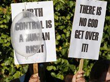 Demonstranti proti návštěvě papeže v Británii (1. září 2010)
