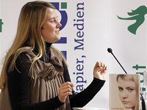 Rakušanka Natascha Kampuschová ve Vídni předčitala ze své knihy o životě v zajetí (9. září 2010)