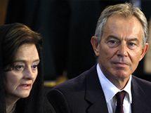 Mše, kterou ve Westminsterské katedrále celebroval papež Benedikt XVI., se zúčastnil i někdejší britský premiér Tony Blair s manželkou (18. září 2010)