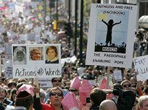 V Británii proti návštěvě papeže Benedikta XVI. protestovaly tisíce lidí (18. září 2010)