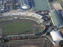 Sportovní areál za Lužánkami na leteckém snímku z roku 2007, vpravo tenisové haly