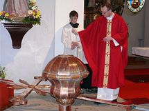 Při mši 14. září byl v kostele sv. Kateřiny Sienské v Třešti posvěcen nový kříž a kopule.