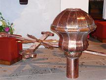 Opravená kopule a kříž kostela svaté Kateřiny Sienské v Třešti