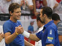 Tomáš Berdych a Radek Štěpánek se radují po vítězné čtyřhře proti Srbsku.