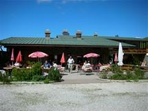 Horský hostinec Ahornkaser na Panoramastrasse nabízí skvělé domácí jídlo. Dejte si třeba liškovou omáčku s knedlíkem