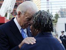 Viceprezident Joe Biden se setkal se ženou, která při útocích ztratila člena své rodiny