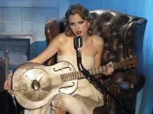 Zpěvačka Taylor Swiftová při vystoupení na MTV Video (12. září 2010)