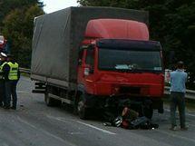 Smrtelná srážka kamionu a osobního auta v Litomyšli