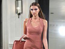 Kolekce šatů pro rok 2011, kterou v New Yorku představila zpěvačka Victoria Beckham