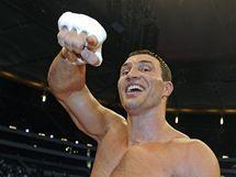 Vladimir Kličko slaví obhajobu titulu organizací WBO a IBF.