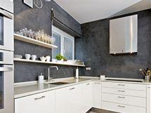 Kuchyňská linka je v barvě jasmínu